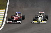 F1_toyota_kamui_vs_button_20091018